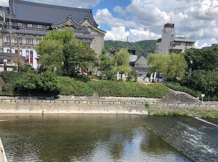 四条大橋から見た京都の南座