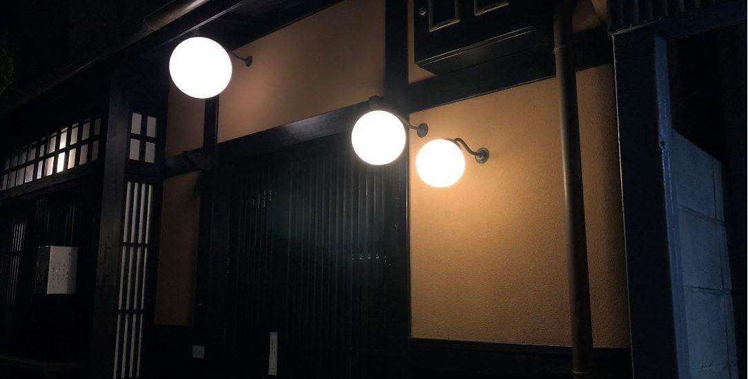 祇園の丸い街灯