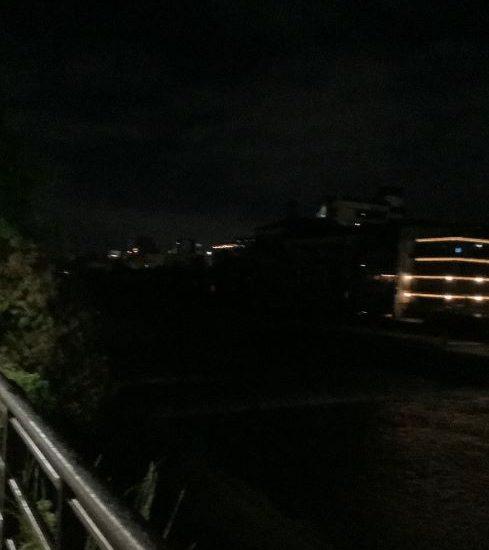 緊急事態宣言下で真っ暗な先斗町